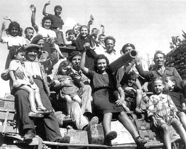 LA SUCCESSIONE DELLE DITTATURE IN PERÙ - La liberazione e l'indipendenza politica, Storia militare