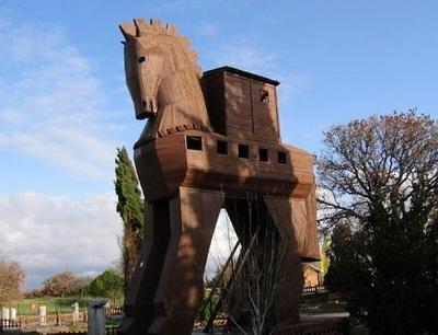 Guerra di Troia - Le cause della guerra, L'assedio, Il cavallo di Troia, I miti del ciclo troiano